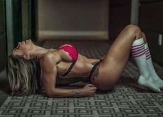 Modelo exibe corpo definido